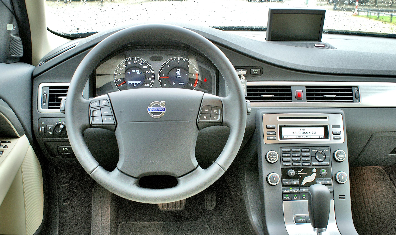 Volvo-V70-III_3