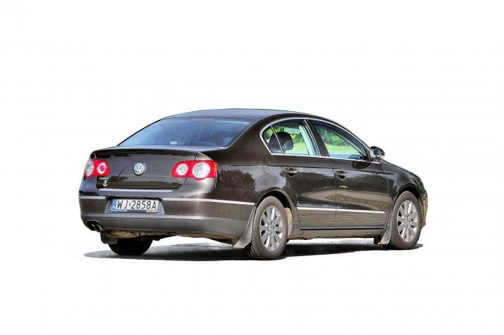 Volkswagen-Passat-B6_2