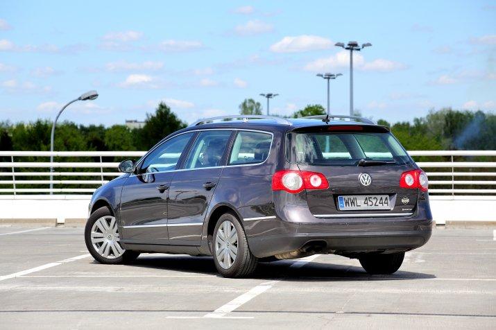 Volkswagen-Passat-B6_4