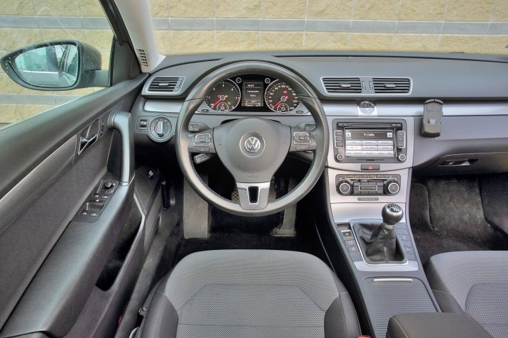 Volkswagen-Passat-B7_3