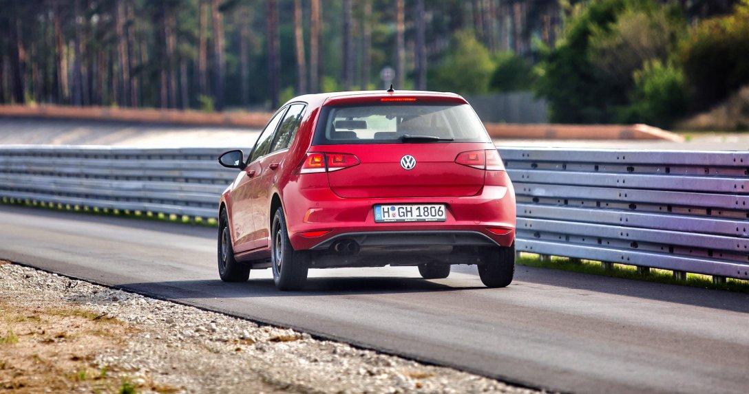 Volkswagen Golf na torze testowym