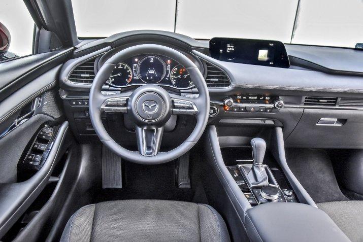 Mazda 3_Sky-G_07