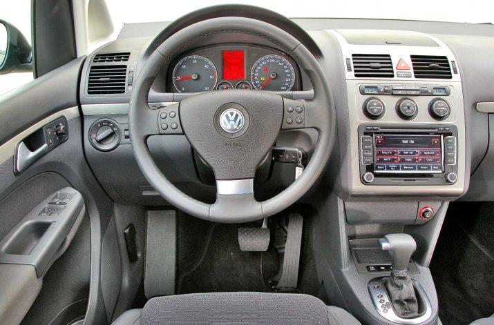 Volkswagen-Touran-I_3