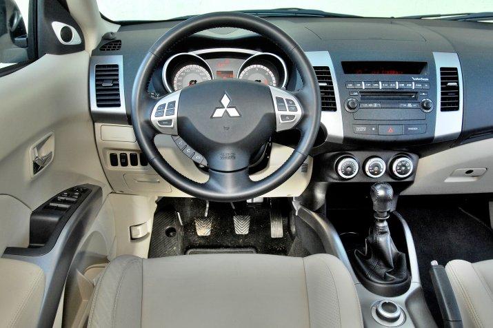 Mitsubishi-Outlander-II_3
