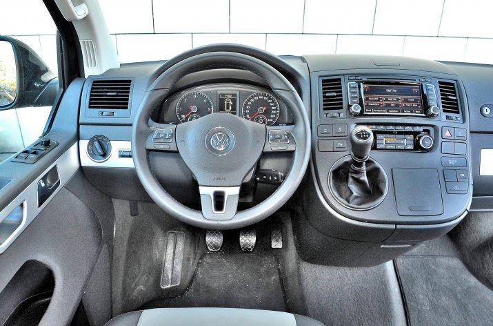Volkswagen-Multivan-II-T5_3