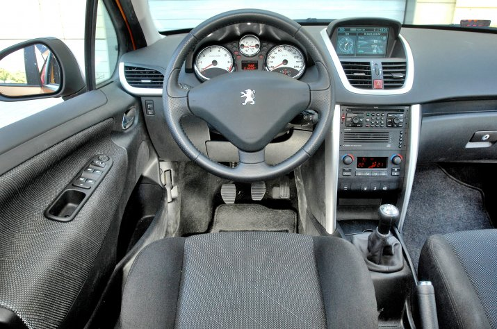Peugeot-207_3