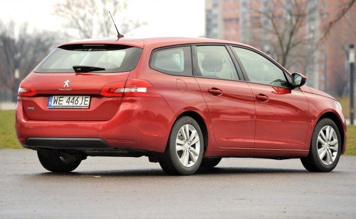 Peugeot-308-II_5