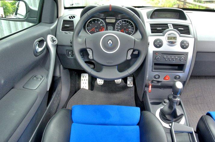 Renault-Megane-II_3