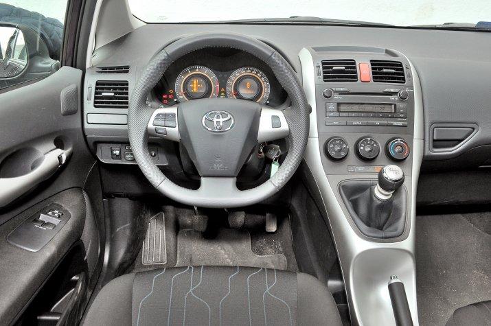 Toyota-Auris-I_3