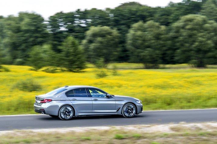 KSZ_BMW_530e_G30_FL_DYNAMIKA_060