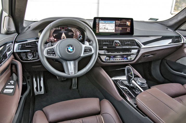 KSZ_BMW_530e_G30_FL_INTERIOR_002