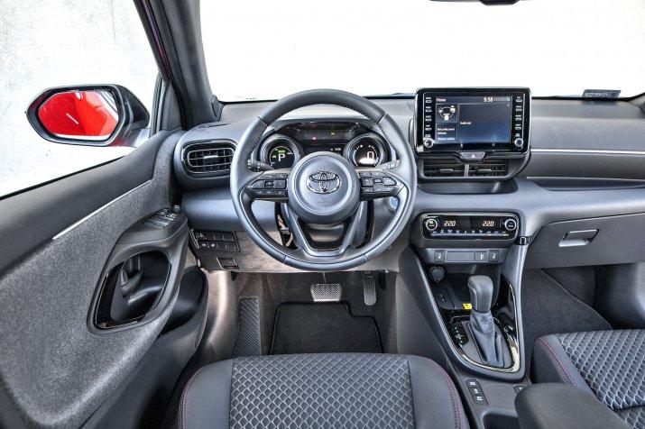 2020 Toyota Yaris Hybrid_8