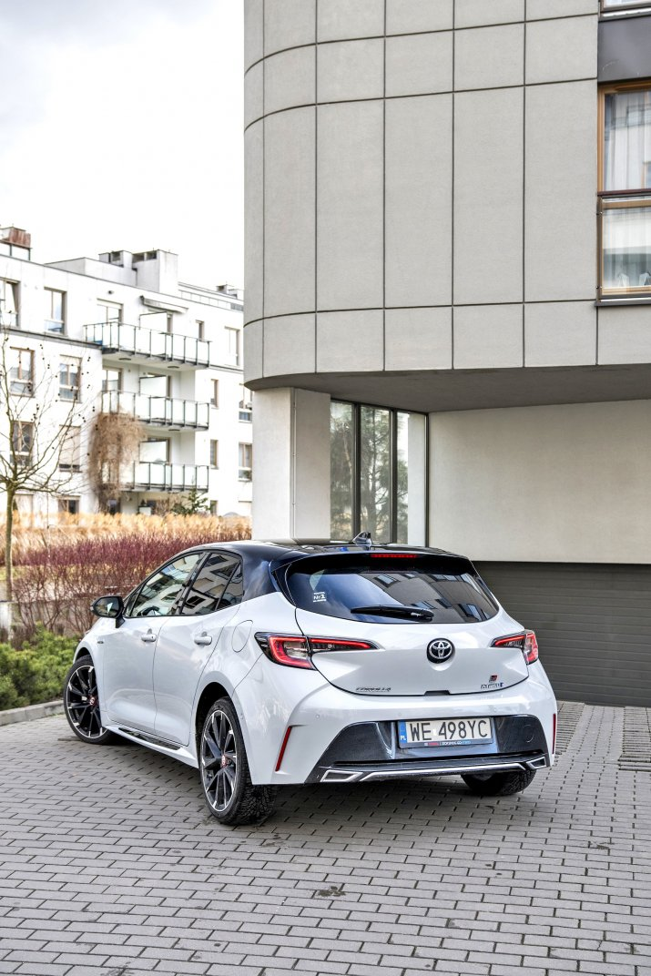 Toyota Corolla 2.0 Hybrid GR Sport_010