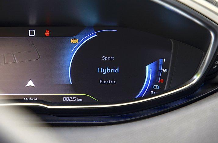 Peugeot_3008_Hybrid4_02