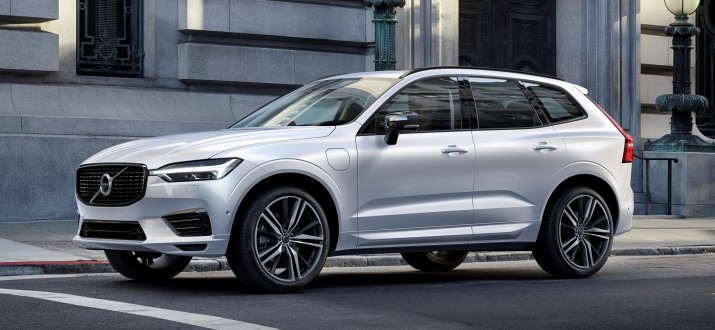 265685_XC60_Recharge_Plug-In_Hybrid_R-Design_in_Crystal_White_Pearl