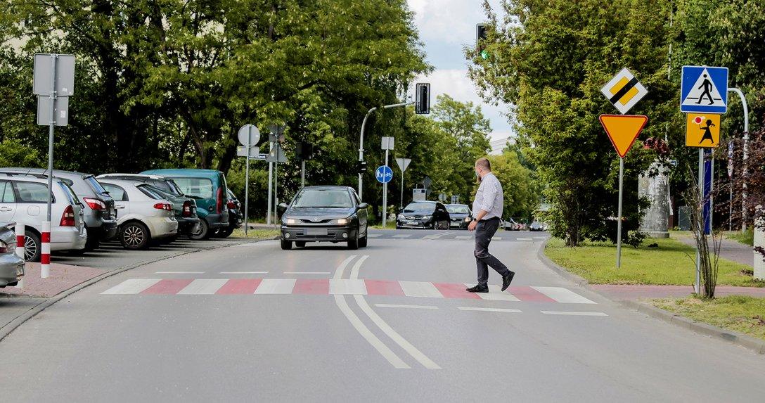Obecnie pieszy ma pierwszeństwo w momencie wejścia na pasy, to ma się jednak zmienić.
