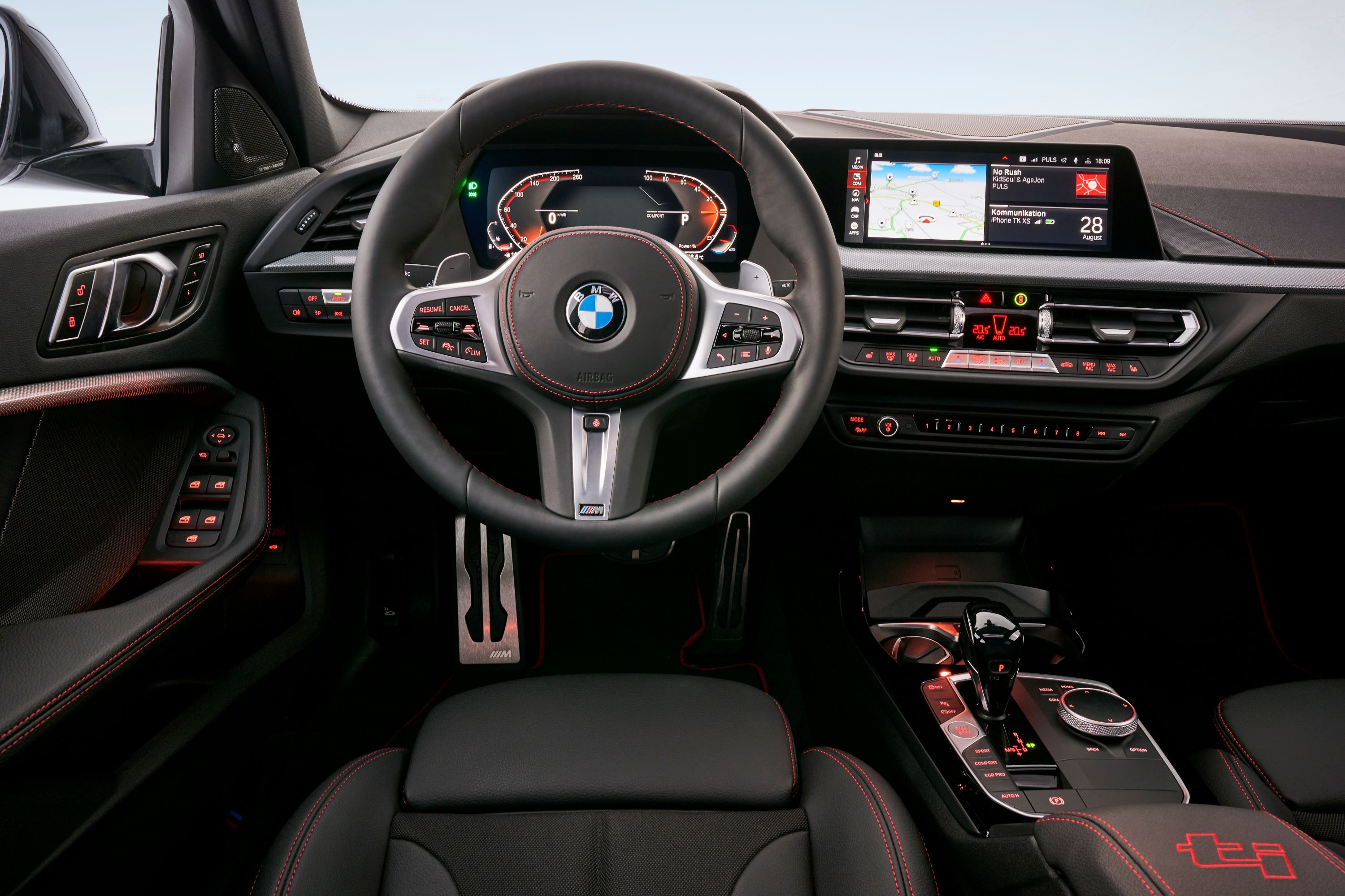 P90402210_highRes_the-all-new-bmw-128t