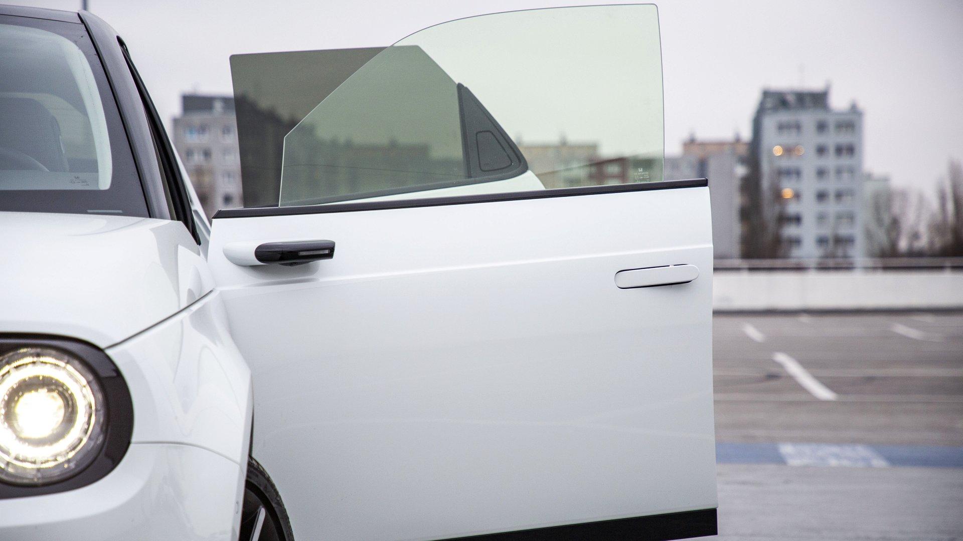 Honda e test 2020 04 drzwi