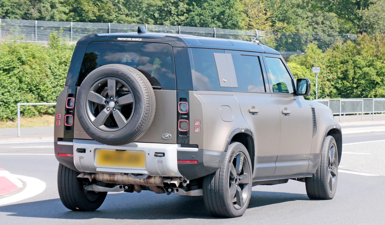 Land Rover Defender V8 11
