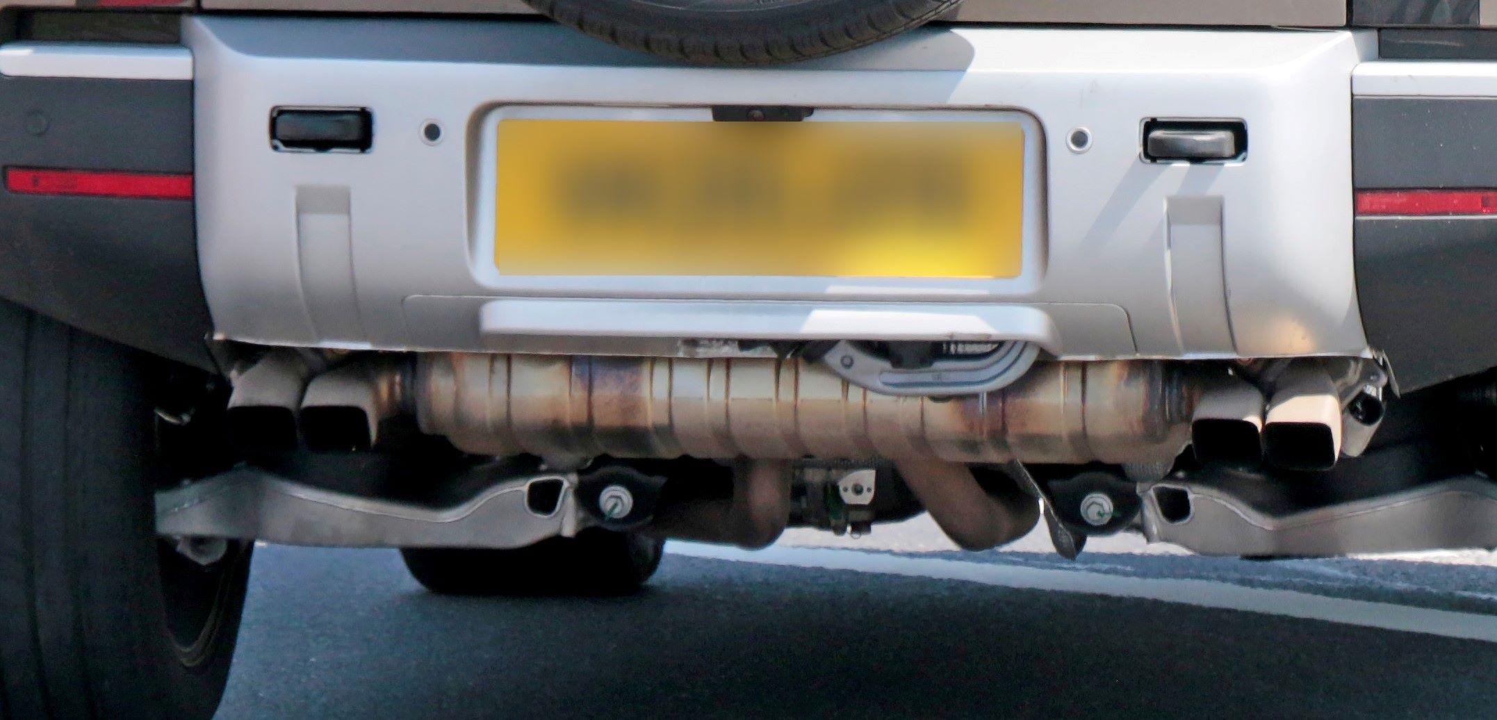 Land Rover Defender V8 14