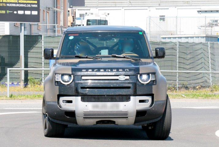 Land Rover Defender V8 3
