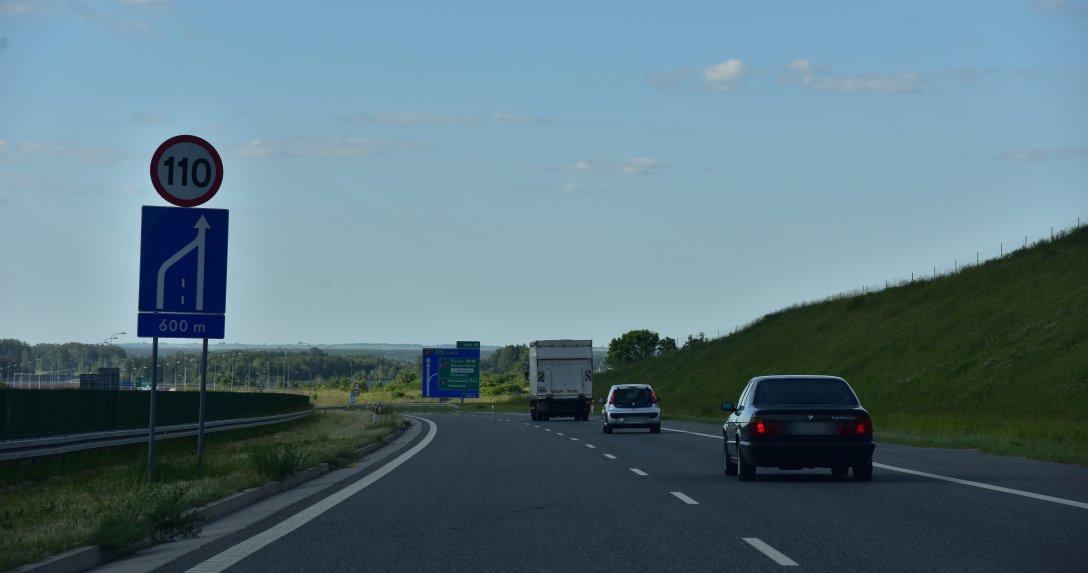 Mniejszy ruch aut osobowych na drogach krajowych