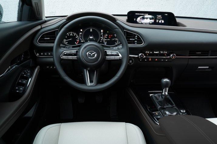 Mazda CX-30 - deska rozdzielcza