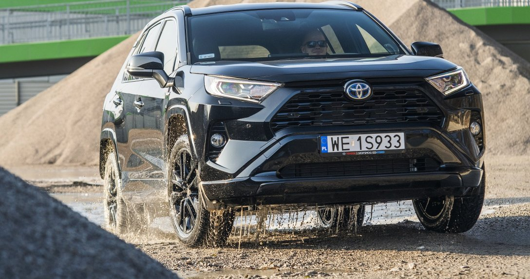 Toyota RAV4 2.5 Hybrid AWD-i Black Edition by JBL – test