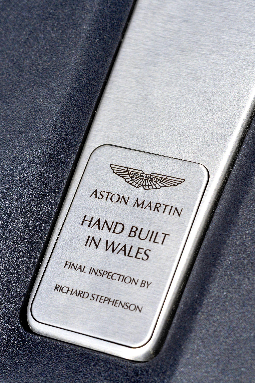 Aston Martin DBX (11)