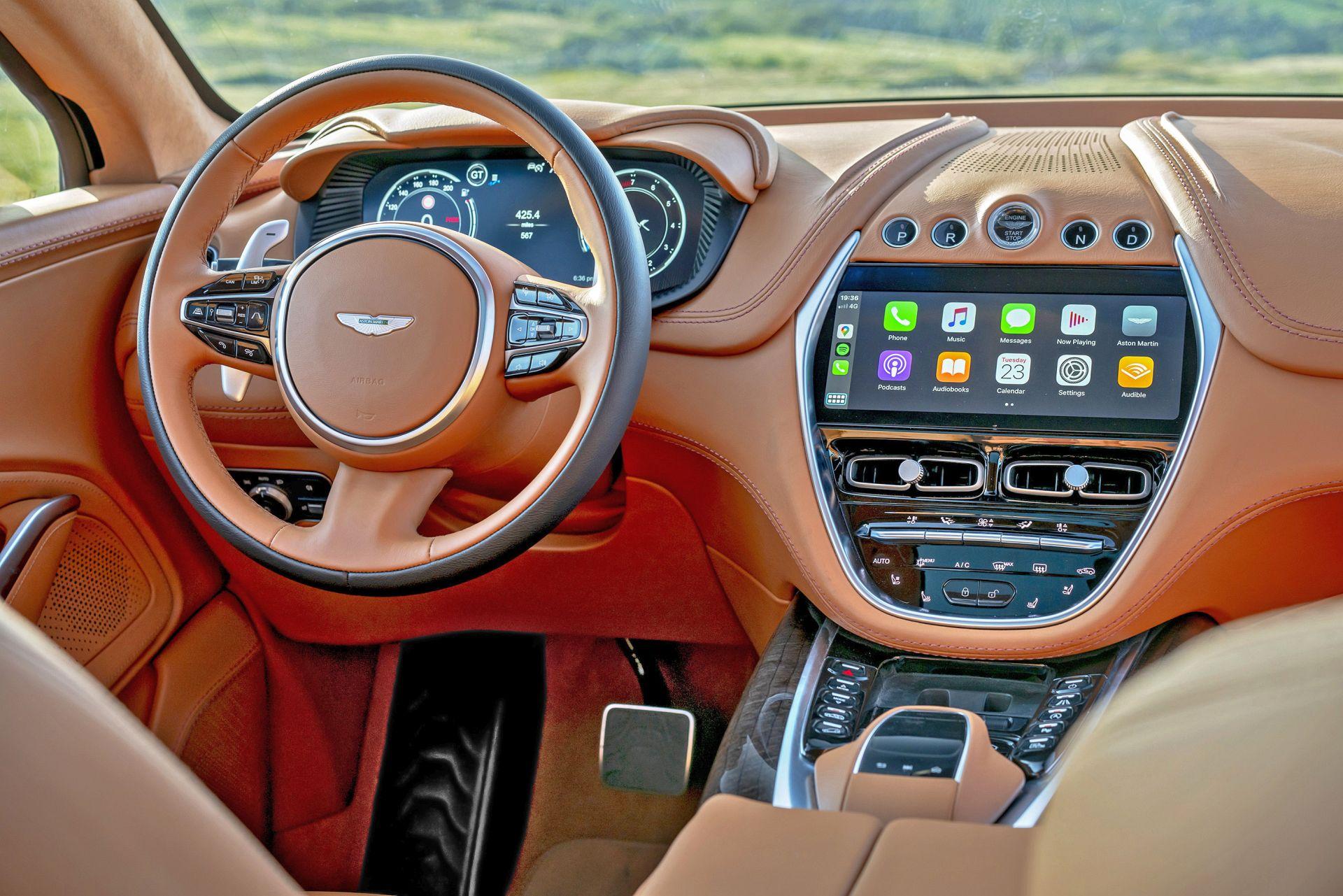 Aston Martin DBX (14)