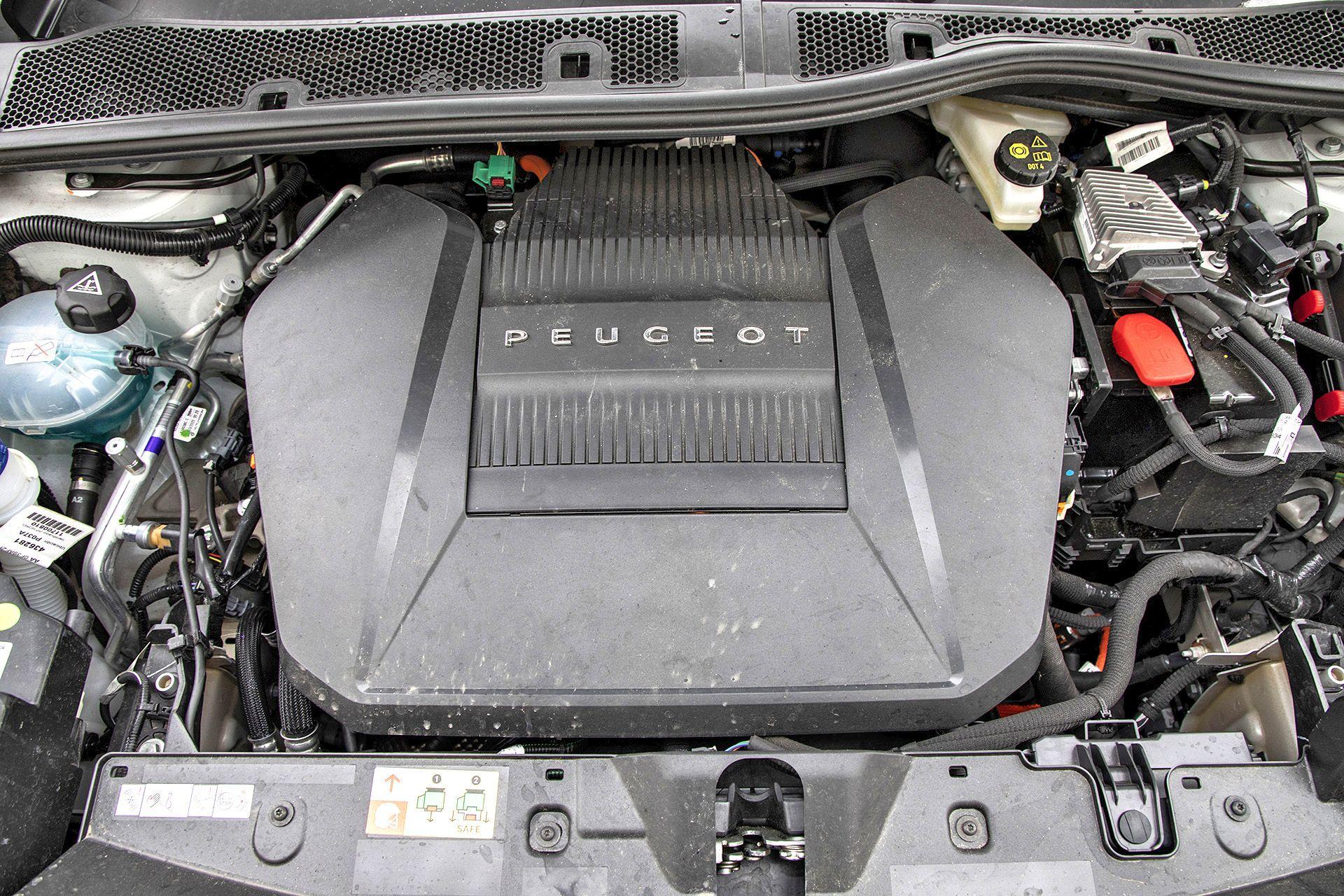 2021 Peugeot e-2008 (2)