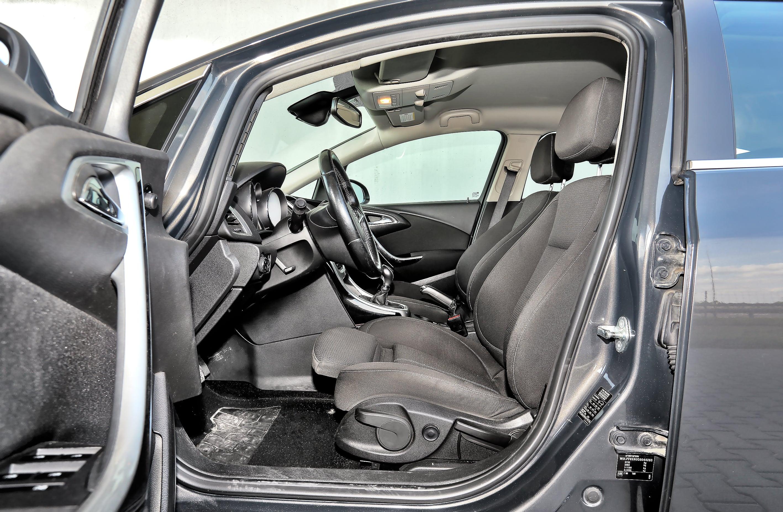Opel_Astra_J_Sports_Tourer_3