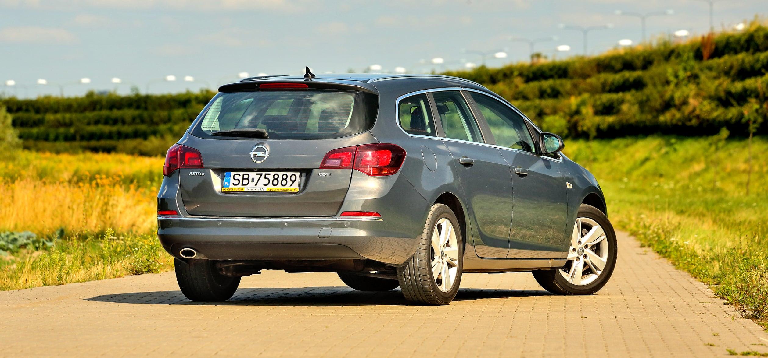 Opel_Astra_J_Sports_Tourer_10