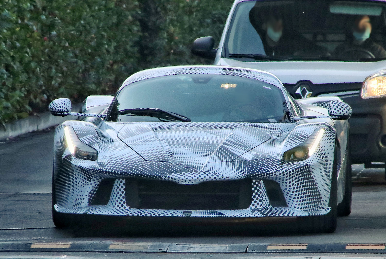 Ferrari_Supercar_mule_01