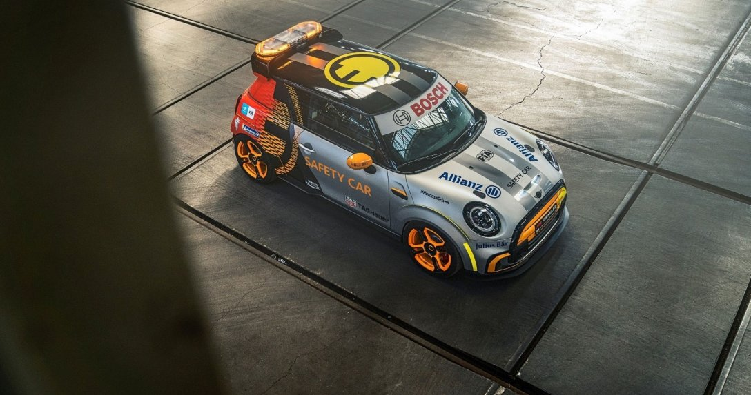Nowy samochód bezpieczeństwa w Formule E – Mini Electric Pacesetter