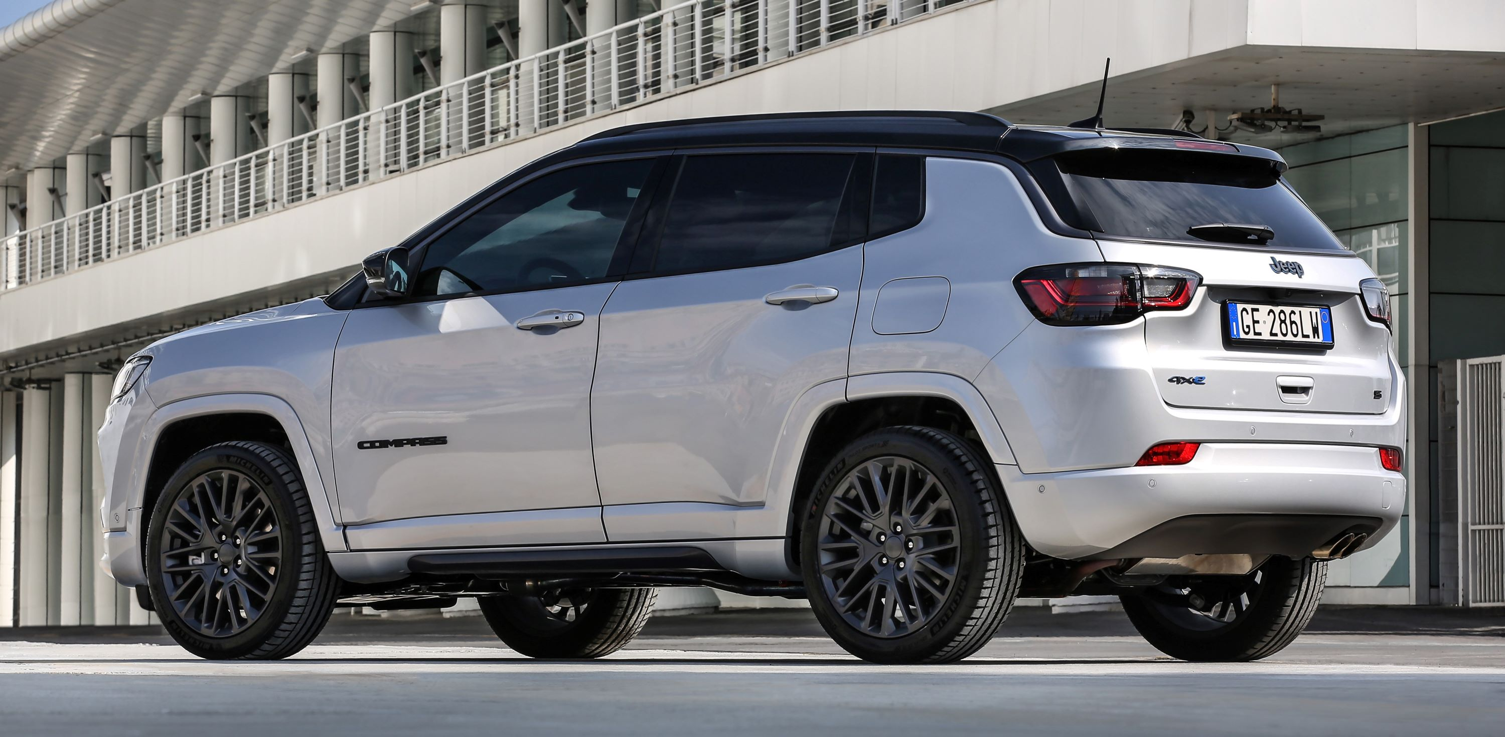 2. New Jeep® Compass S 4xe