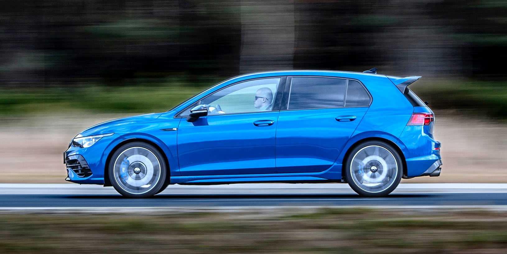 Volkswagen_Golf_R_16