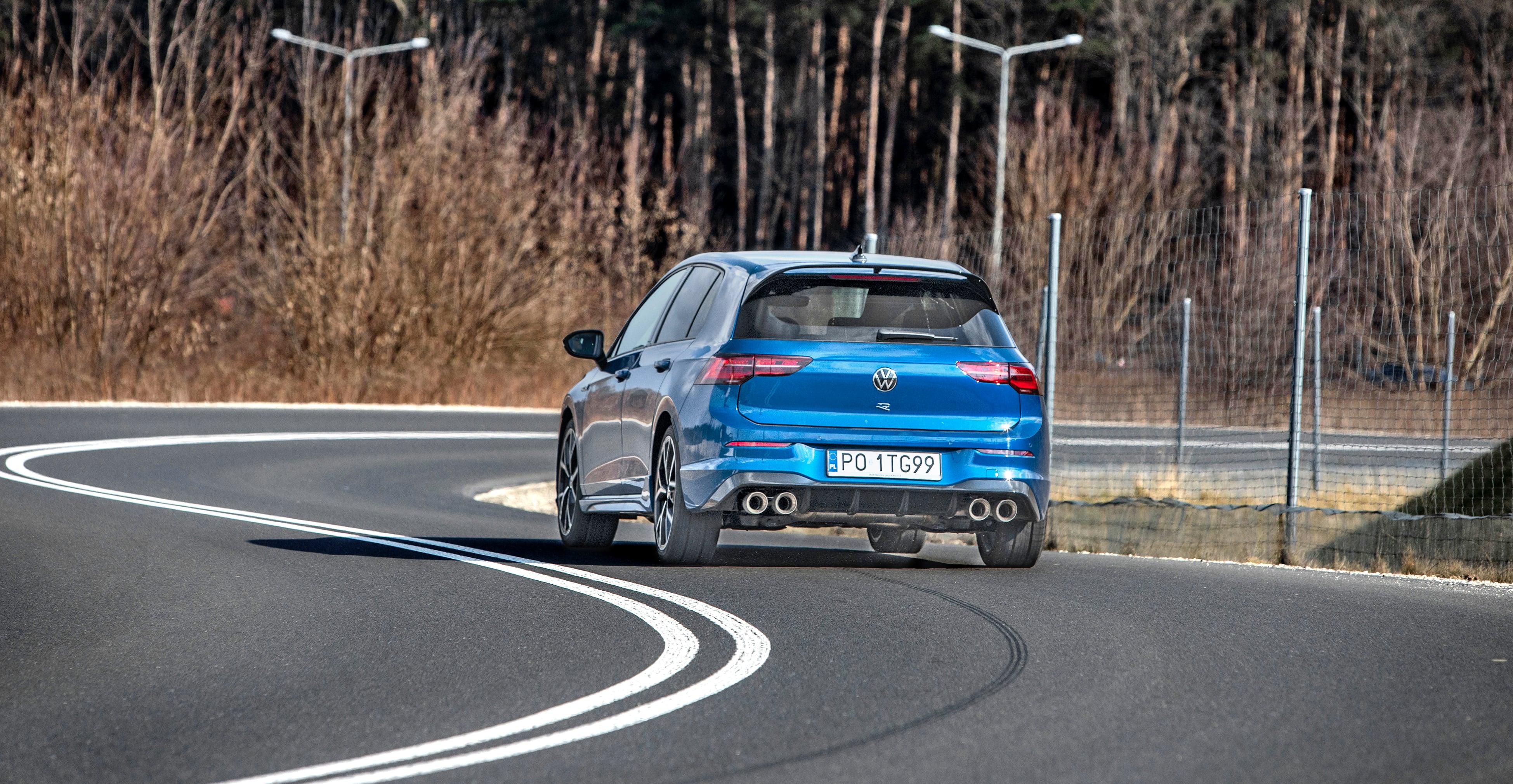 Volkswagen_Golf_R_19