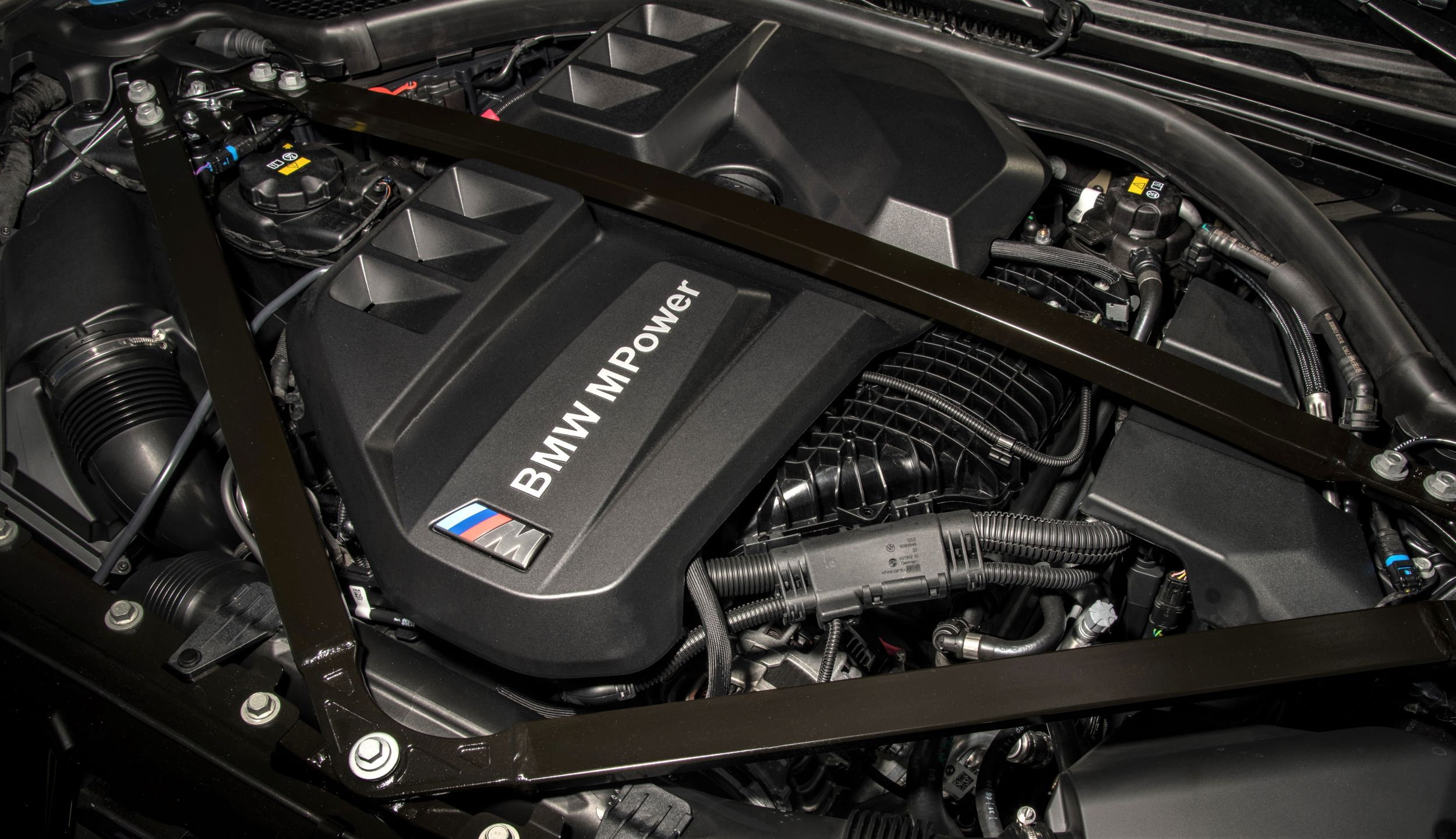 P90416689_highRes_the-all-new-bmw-m3-c