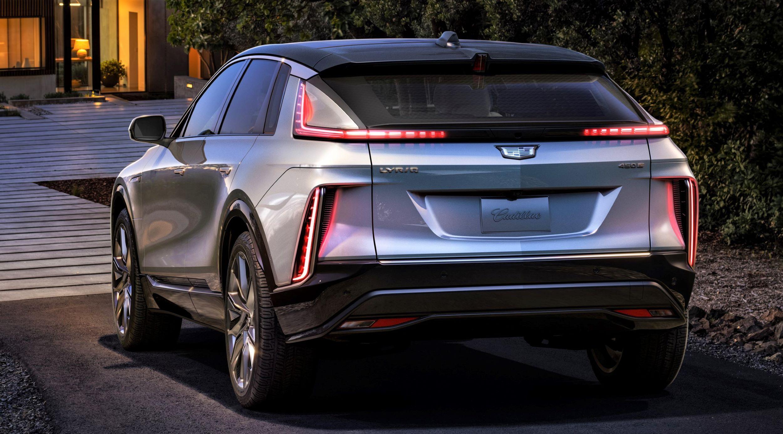 2023-Cadillac-LYRIQ-003