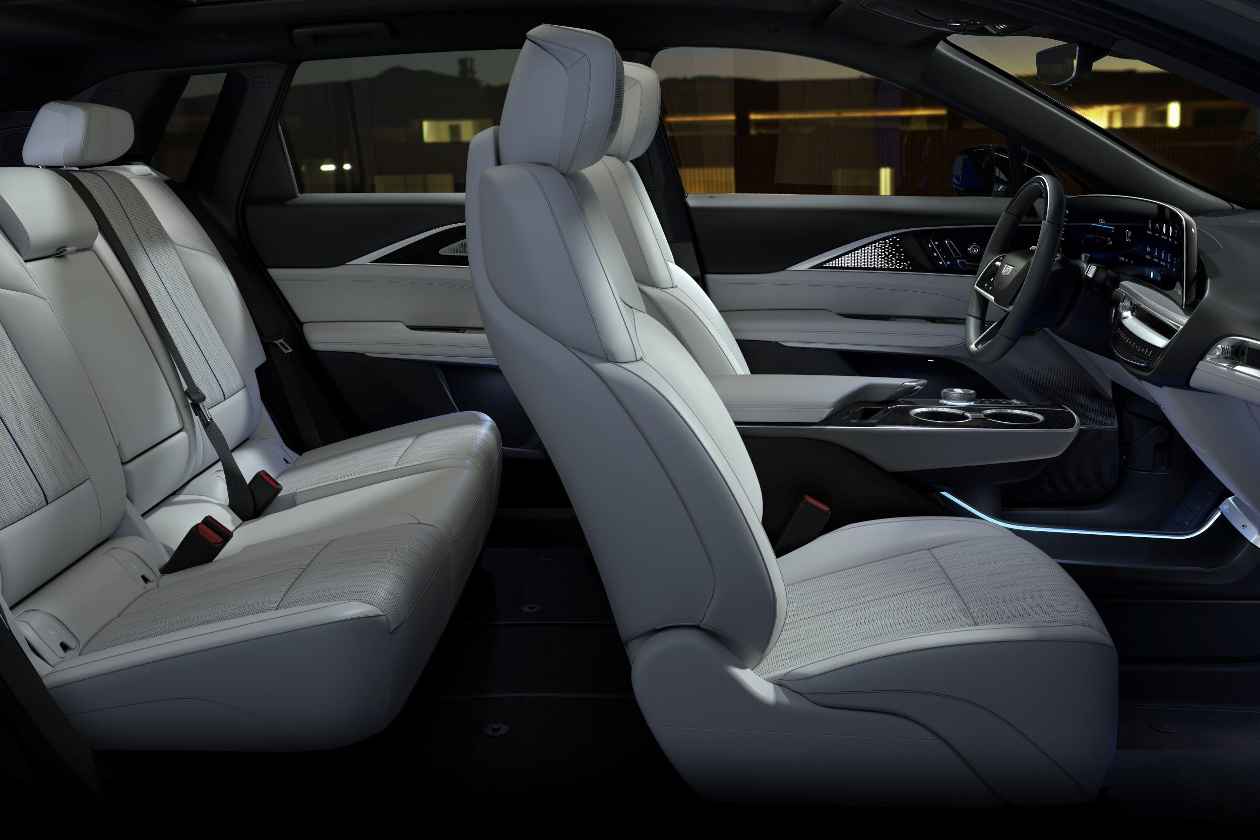 2023-Cadillac-LYRIQ-021
