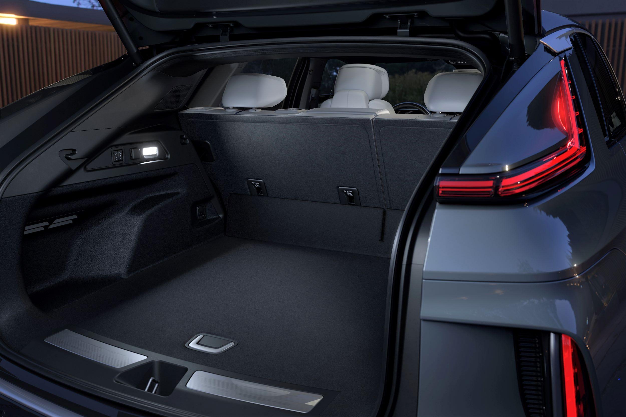 2023-Cadillac-LYRIQ-023