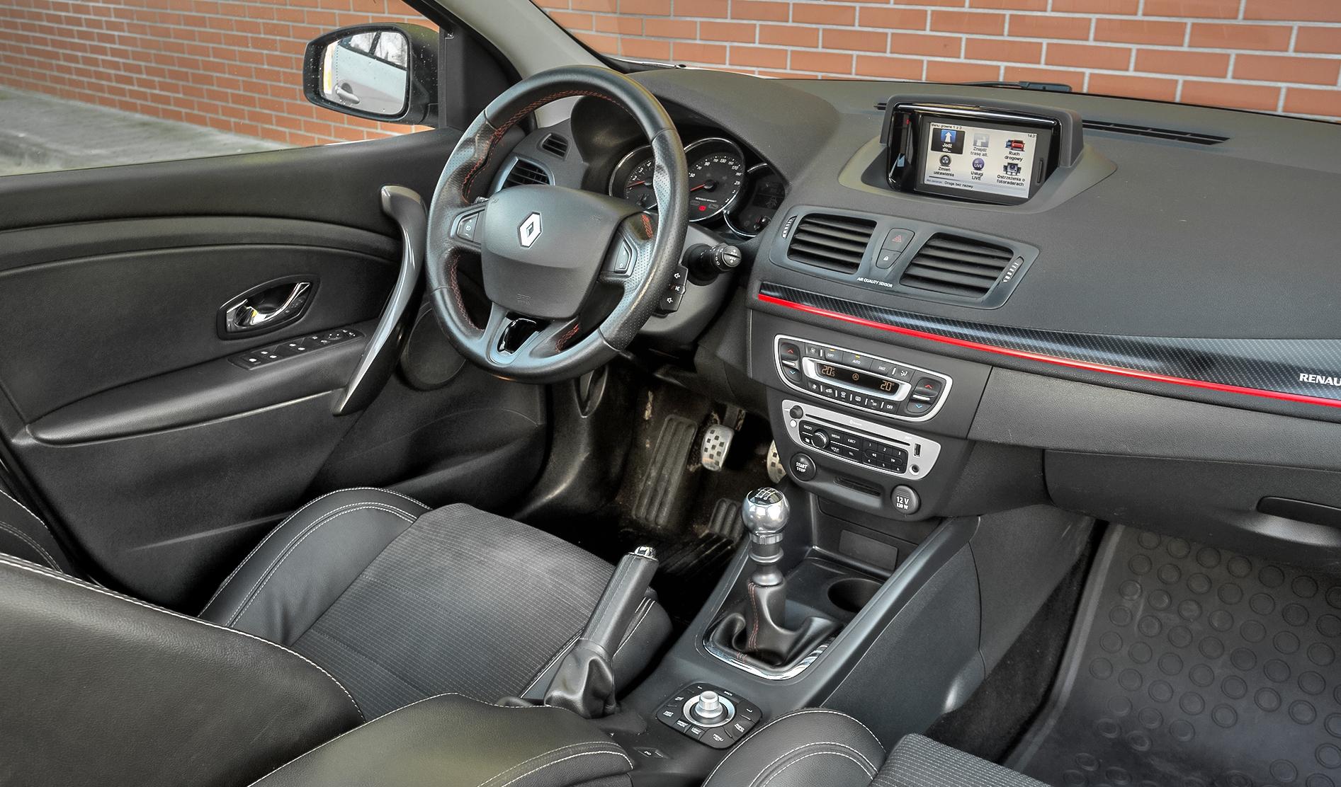 Renault-Megane-III-GT220_2