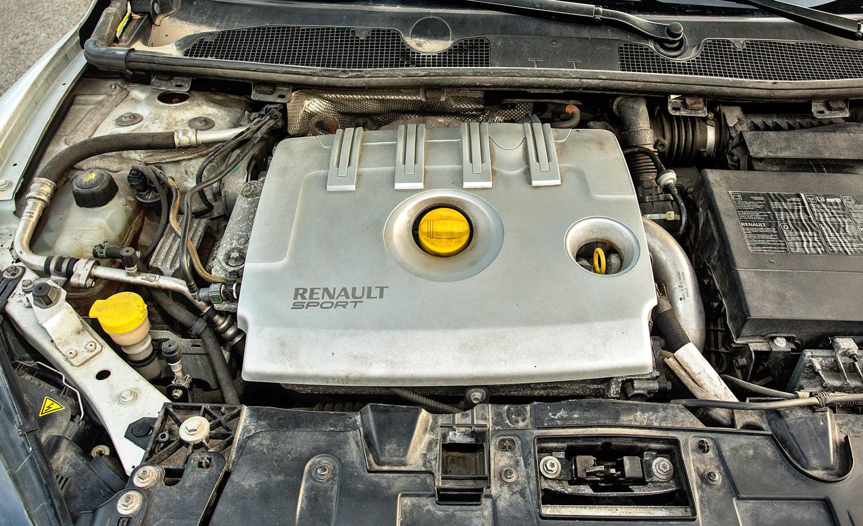 Renault-Megane-III-GT220_13