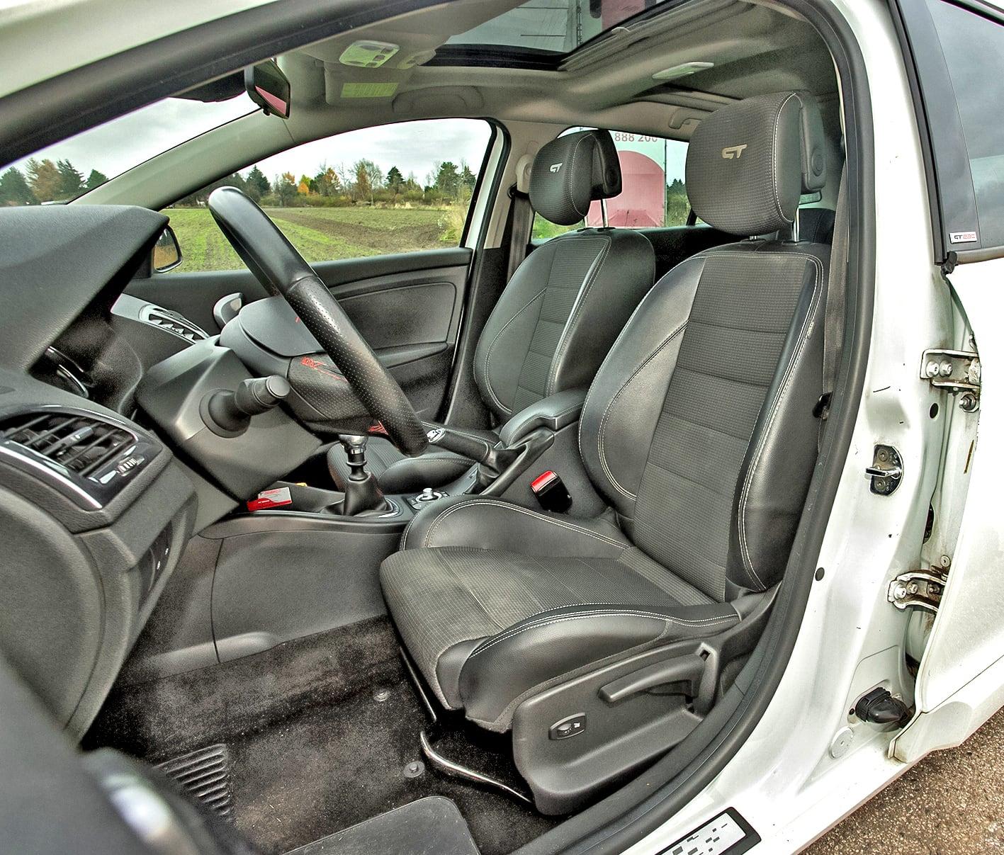 Renault-Megane-III-GT220_15