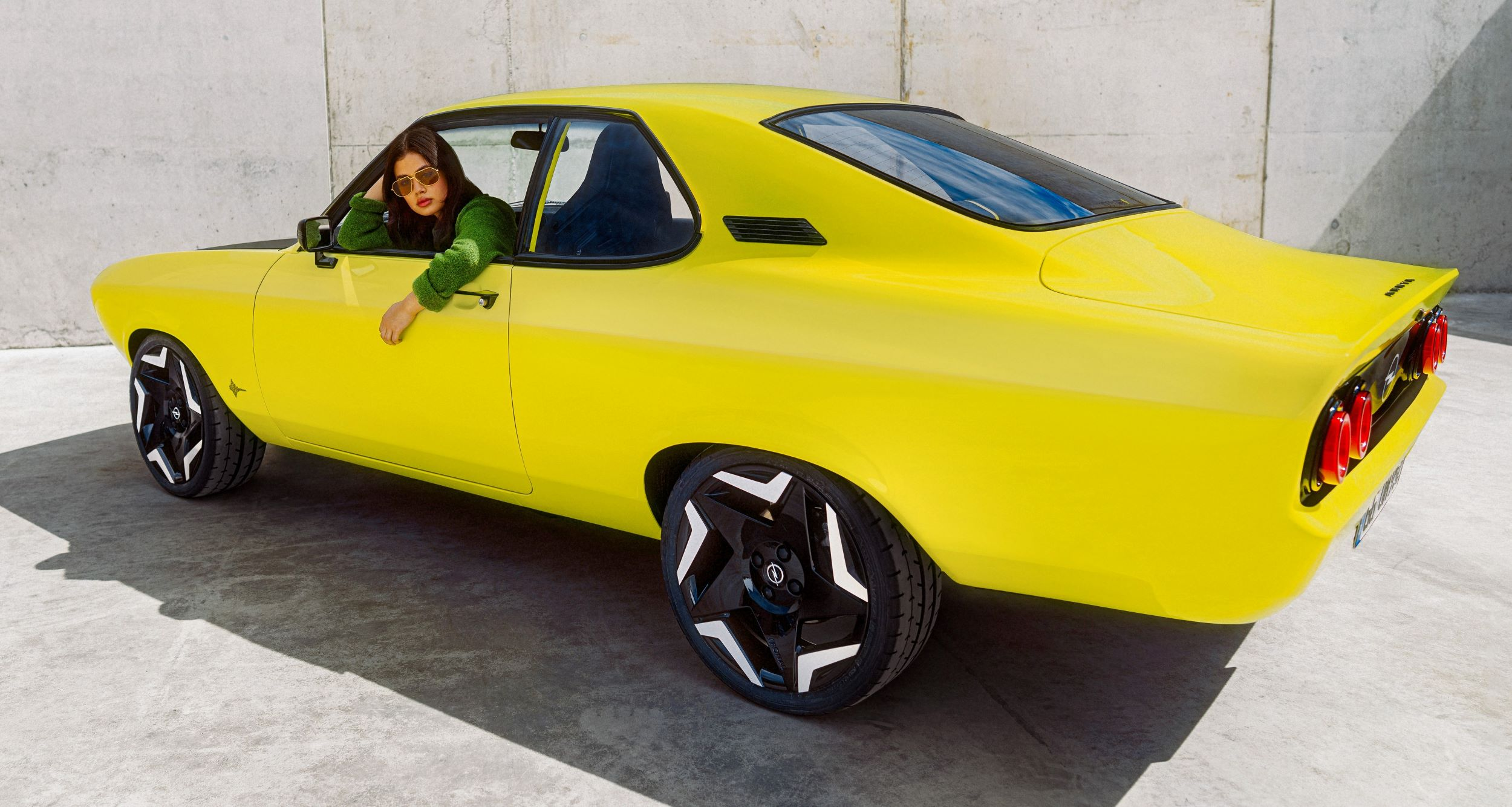 Opel Manta GSe tył