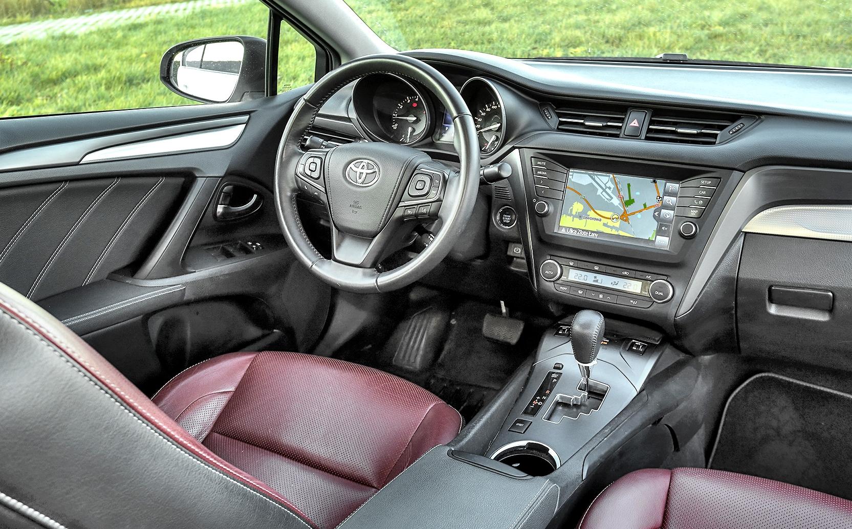 Toyota Avensis III deska rozdzielcza