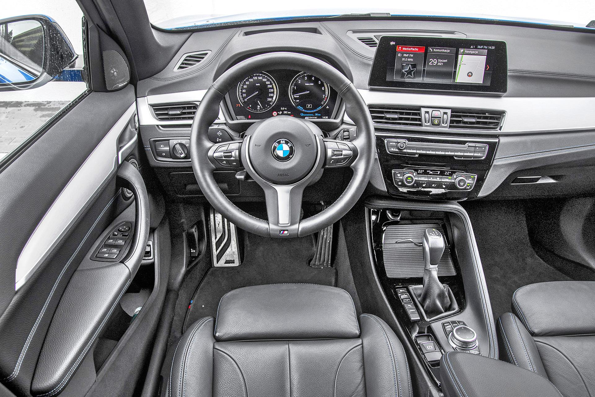 KSZ_BMW_X1_F48_FL_25e_INTERIOR_001
