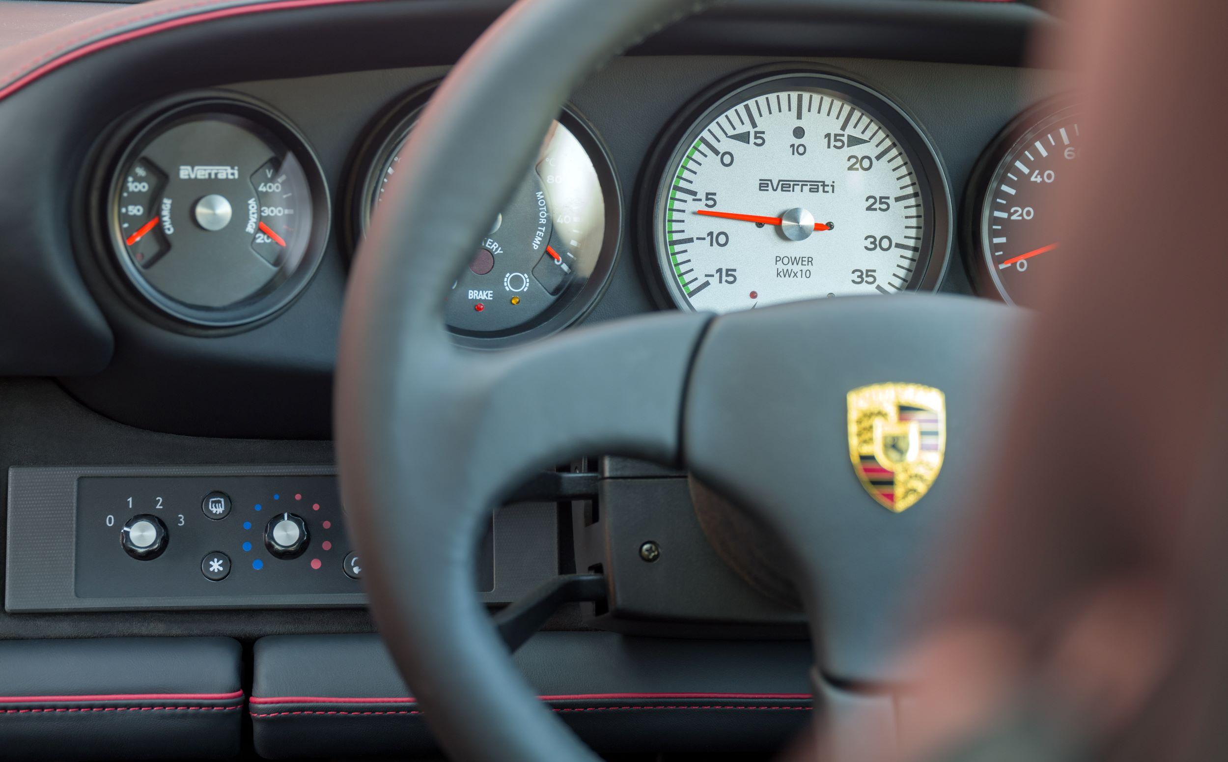 Porsche 911 Everrati wnętrze