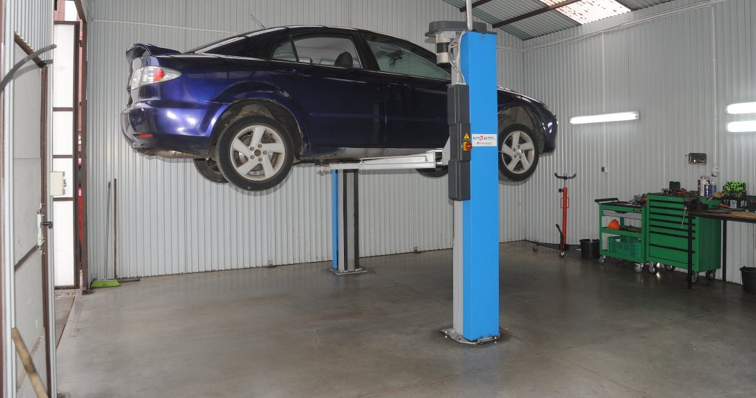 Mazda 6 na podnosniku